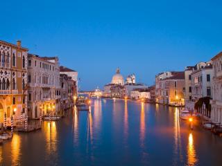 обои Венецианский канал с освещением фото