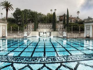 обои Вид оригинального бассейна фото