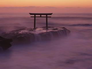 обои Врата на скале у хмурого моря фото