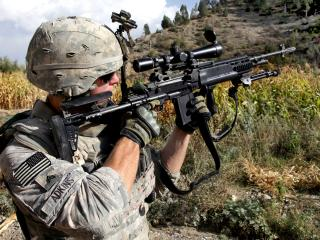 обои Целится американский солдат фото