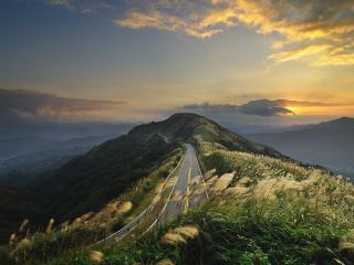 обои Дорога в горах на закате фото