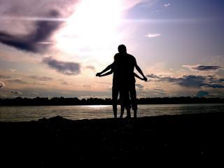 обои Любовь двоих у озера фото