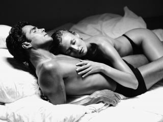 обои Мужчина и женщина спят фото