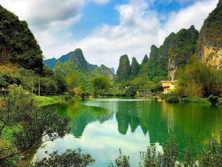 обои Зеленые горы,   озерная рябь фото