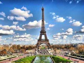 обои Облака над Парижем фото