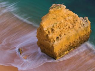 обои Скала у побережья океана фото