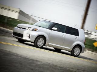 обои Scion xB 2010 на дороге фото