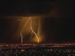 обои Огни молнии в небе над городом фото