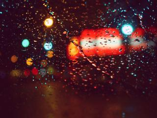 обои Цветные блики на мокром стекле фото