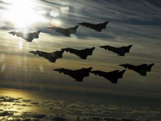 обои Полет самолетов над облаками фото