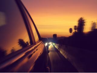 обои Машины на вечерней трассе фото