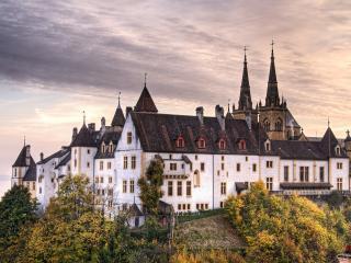 обои Красивый замок в пасмурную погоду фото