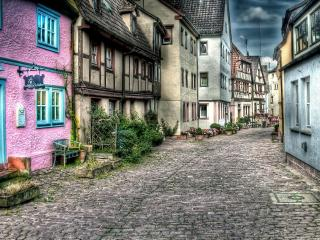обои Улица с дорогой вымощеной камнями фото