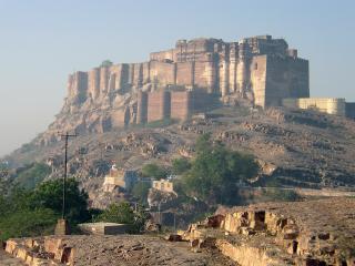 обои Крепость на вершине холма фото