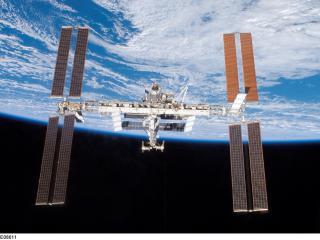 обои Орбитальная станция над землей фото