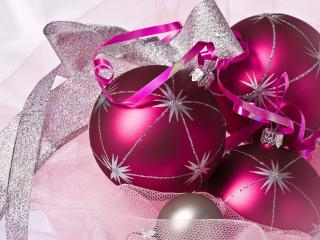 обои Новогодняя тема елочные игрушки розовые фото