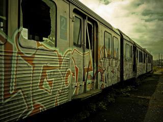 обои Вагон с граффити на пустыре фото