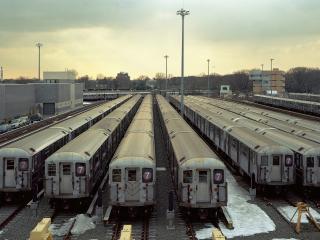 обои Городская станция депо с вагонами фото
