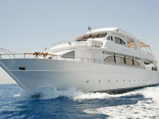 обои Белая яхта на морских просторах фото