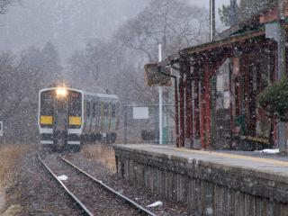 обои Поезд у станции фото