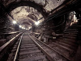 обои Тонель метро с кабелями и проводами фото