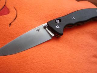 обои Нож складной с ручкой черной фото
