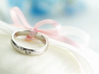 обои Обручальное кольцо на ленточке фото