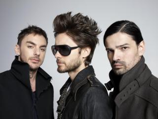 обои Трое молодых мужчин фото