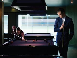 обои Мужчины играют в бильярд фото