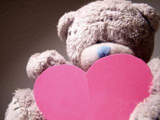 обои Медвежонок плюшевый с сердечком фото
