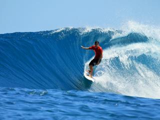 обои Серфингист ловит волну фото