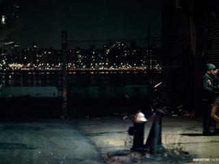 обои Поцелуй в ночном городе фото