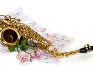 обои Саксофон с нотами и розы на белом фоне фото