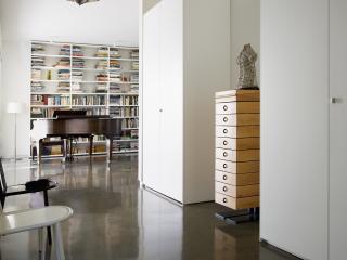 обои Интерьер библиотеки в белых тонах фото