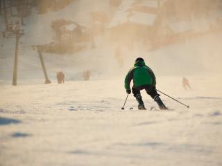обои Лыжник на снегу в горах фото