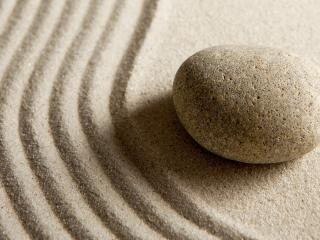 обои Камень на песке фото
