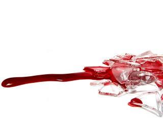 обои Осколки стекла и кровь фото