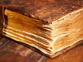 обои Очень старинная книга фото