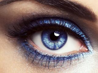 обои Макияж глаза - Голубые тени с черной подводкой фото