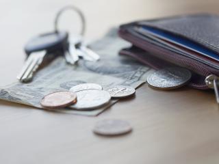 обои Деньги с ключами и бумажник фото