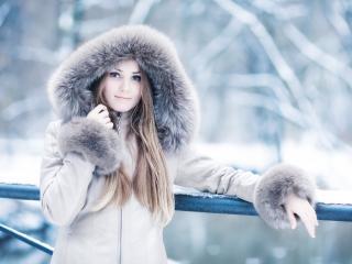 обои Девушка в зимней одежде фото