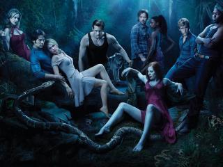 обои Група вампиров и змей в лесу фото