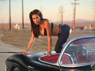 обои Mirella девушка на автомобиле фото