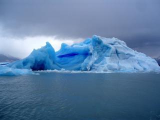 обои Снежные скалы в воде фото