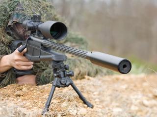 обои Замаскированный снайпер у прицела фото