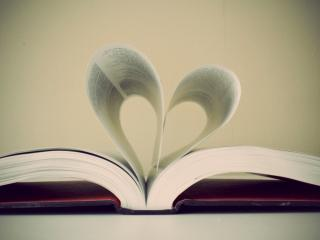 обои Раскрытая книга и сердце фото