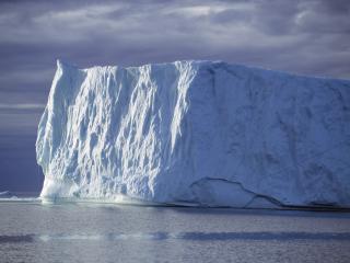 обои для рабочего стола: Айсберг на арктических просторах