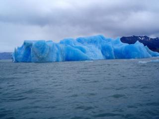 обои Голубизна снежного айсберга фото
