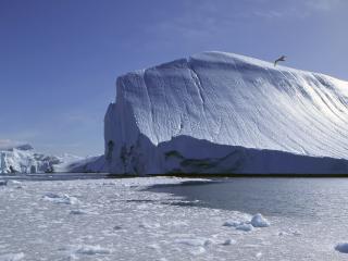 обои Обтекаемые формы айсберга фото