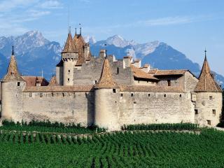 обои Старинная крепость в горах фото